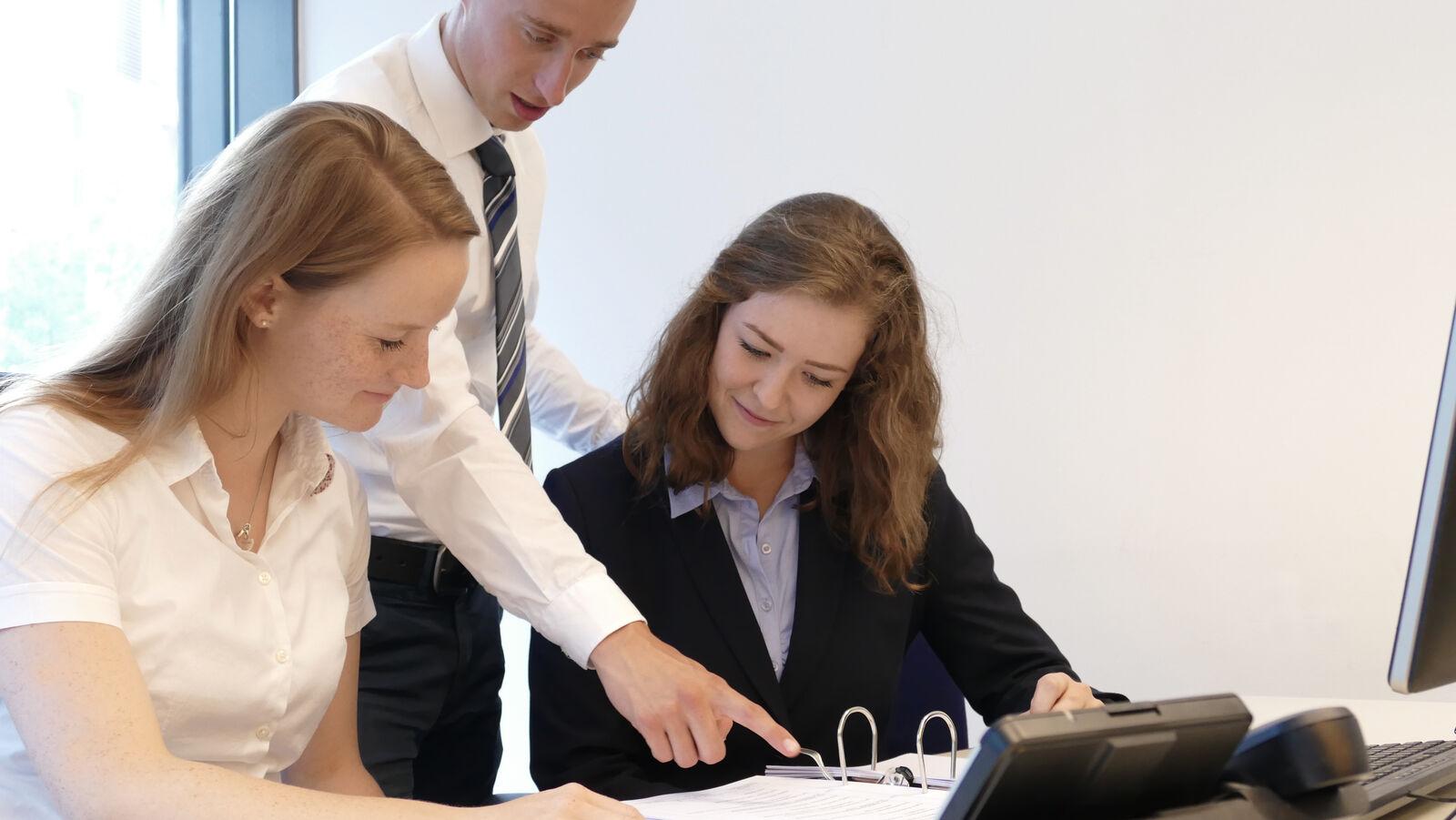 Auszubildender zum Kaufmann für Versicherungen und Finanzen (w/m/d) - Job Hamburg - Karriere | Pantaenius